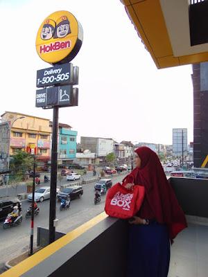 Melihat Kota Bandar Lampung dari lantai 2 HokBen Antasari.