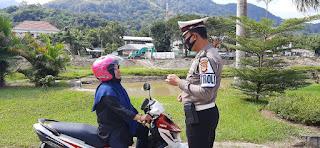 Sat Lantas Polres Enrekang Gelar Operasi Pendisiplinan Penggunaan Masker Di Jalan Sultan Hasanuddin