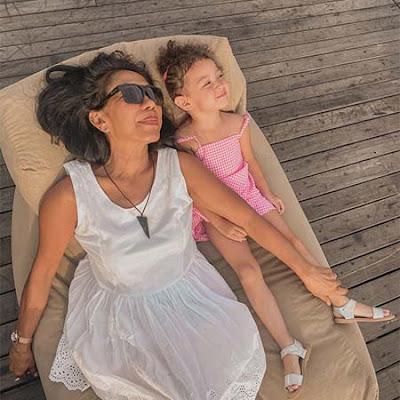 Raquel Katie Larkin dan Anaknya