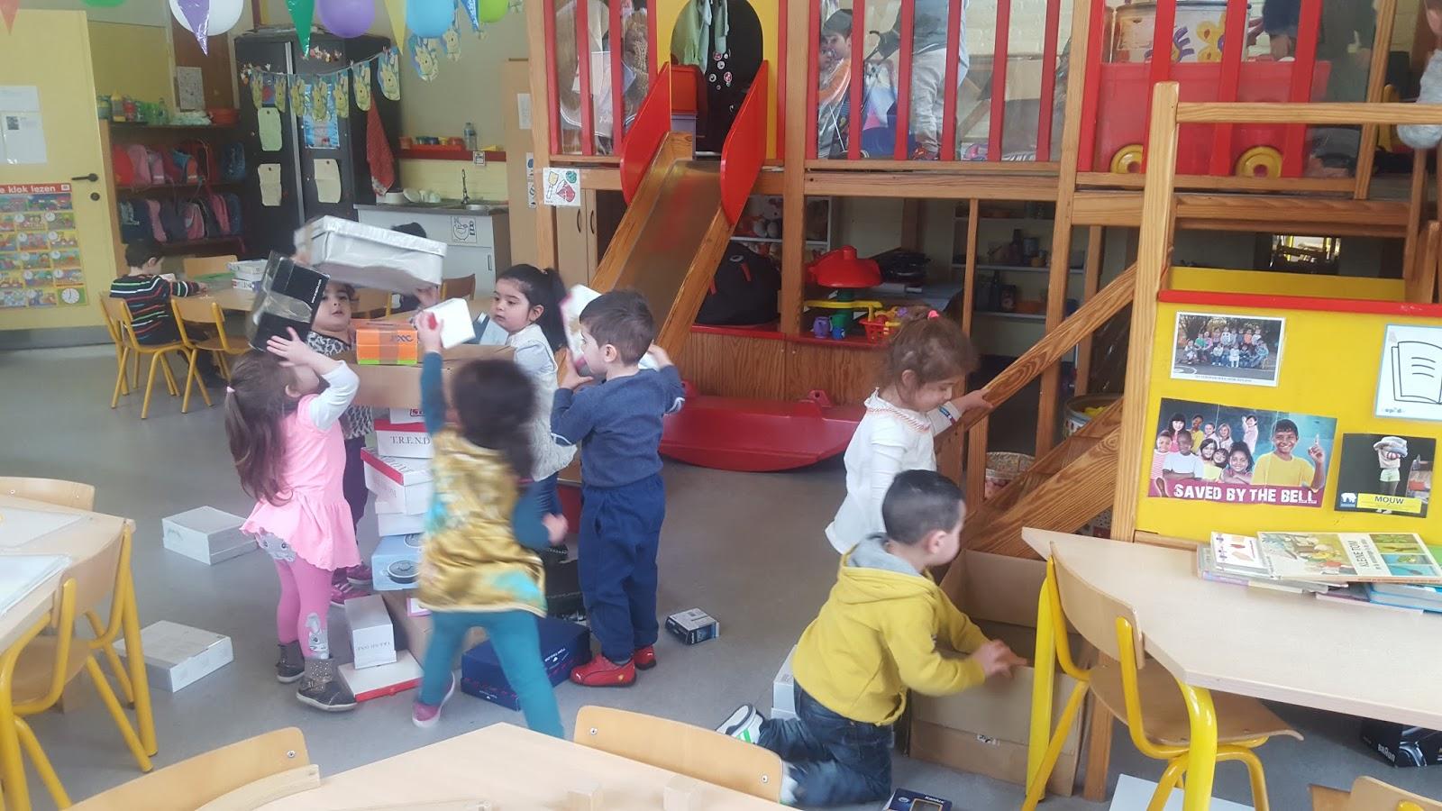 Europaschool genk kleuters k1a mijn huis bouwen dozen - Doos huis wereld ...