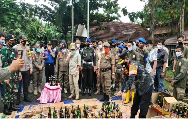 Ribuan Miras di Musnahkan Oleh SatPol-PP Lahat
