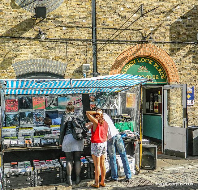 Mercado de rua em Camden Town, Londres