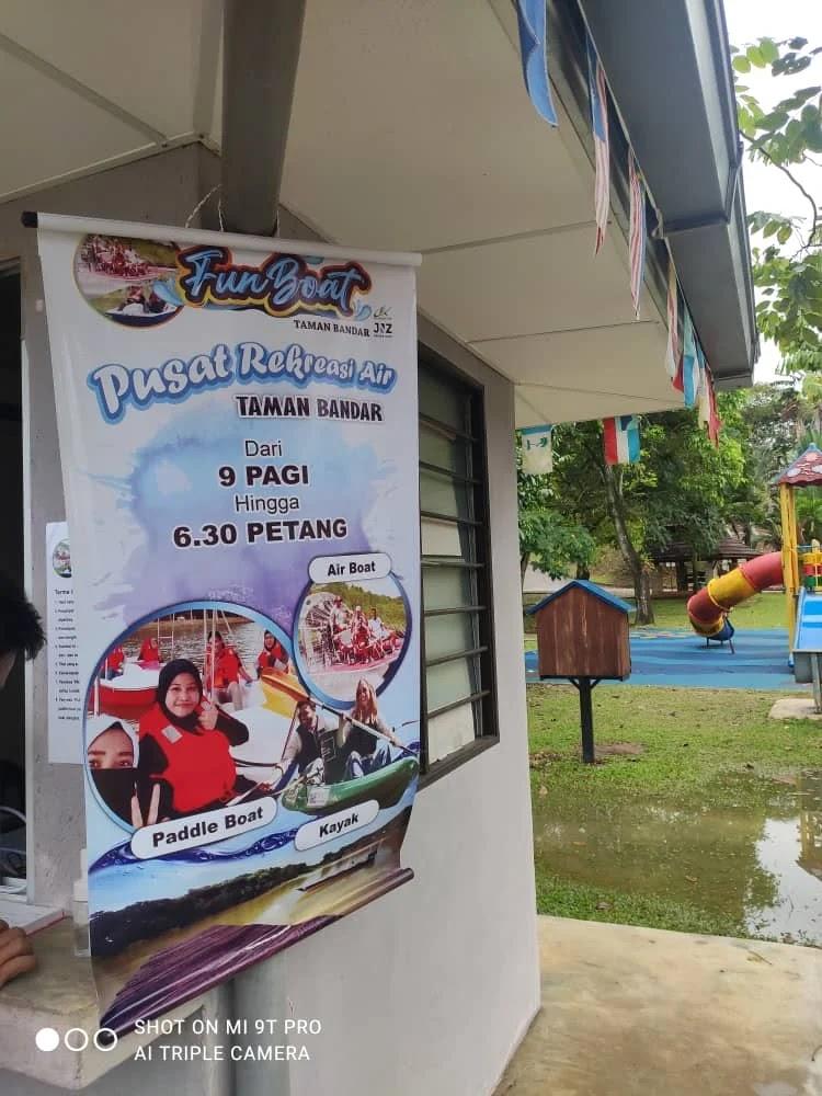 Antara Aktiviti Riadah yang boleh dilakukan bersama keluarga di Taman Tasik Bandar Kuantan sepanjang Tempoh Perintah Kawalan Pergerakan Pemulihan 2020 ialah Paddle Boat di Tasik Taman Bandar | Meksah.com |