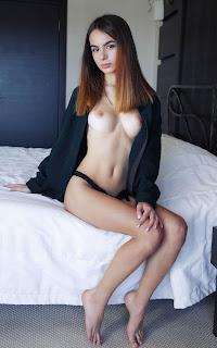 cute girl - Sexy Naked Girl - Debora A - 1