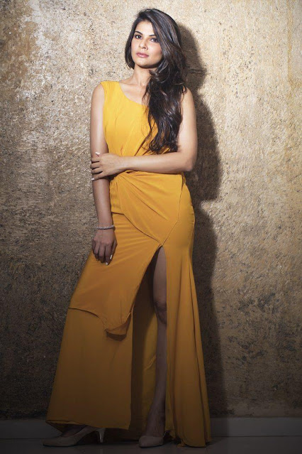 Bollywood Hottie Manisha Shree Hot Pics Navel Queens