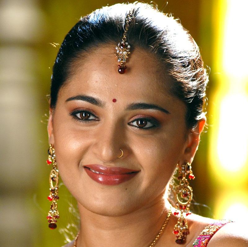 Tollywood Golden Lady Anushka Shetty Oily Face Closeup