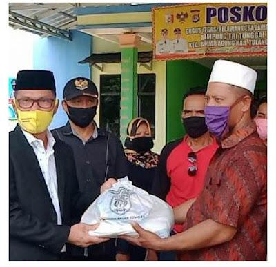 Anggota DPRD Ismet Roni Bagikan Sembako Bantuan Pemprov untuk Warga