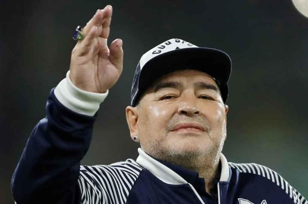 Muere la Leyenda, Diego Armando #Maradona, siempre se opuso a los poderosos. Vaya año 2020