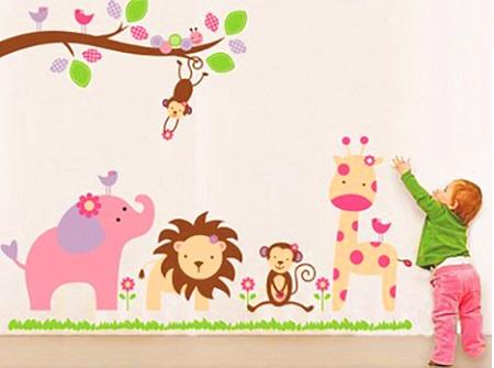 Đề can hoạt hình giúp phòng bé sinh động