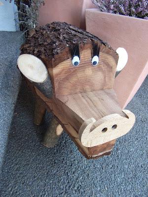 gartendeko blog baumstamm wildschwein. Black Bedroom Furniture Sets. Home Design Ideas