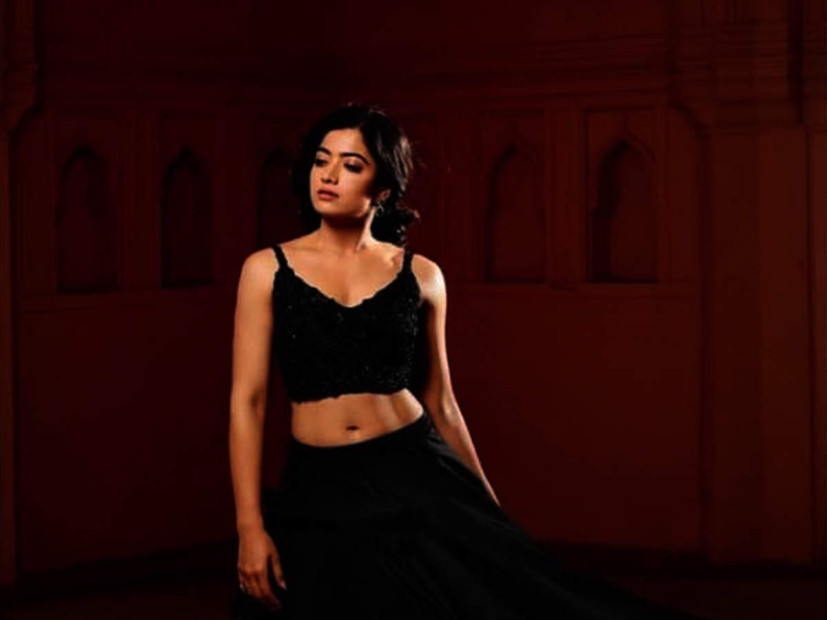 CELEBRITY PICS: Rashmika Mandanna hot Navel