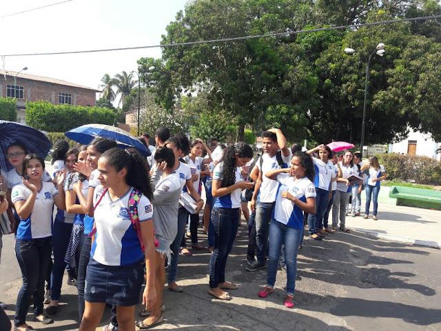 Alô Flávio Dino! Alunos do Centro de Ensino Deputado Júlio Pires Monteles reivindam por um prédio onde possam estudar