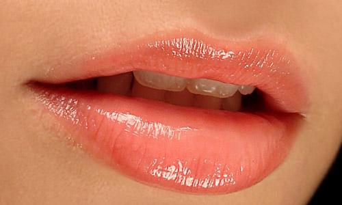 6 astuces pour avoir des lèvres pulpeuses sans passer par la case