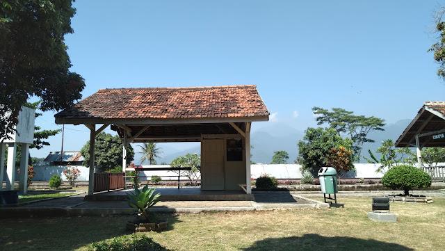 Tiruan bangunan stasiun jaman dahulu museum kereta api ambarawa