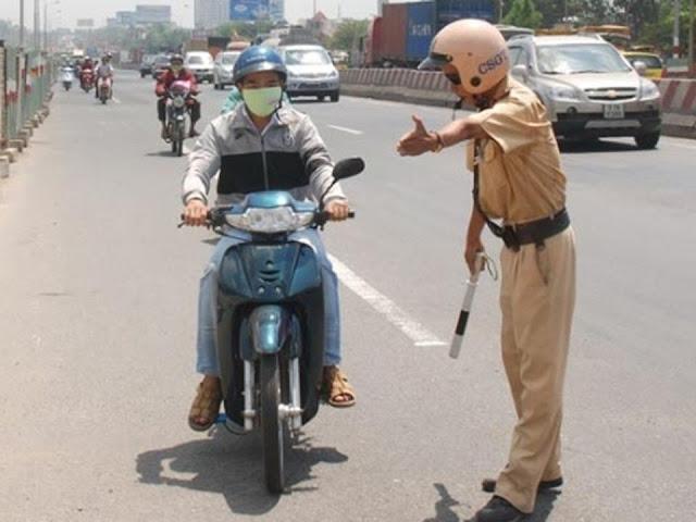 Mức xử phạt mới nhất cho lỗi không mang giấy tờ xe, GPLX với ô tô và xe máy là bao nhiêu?