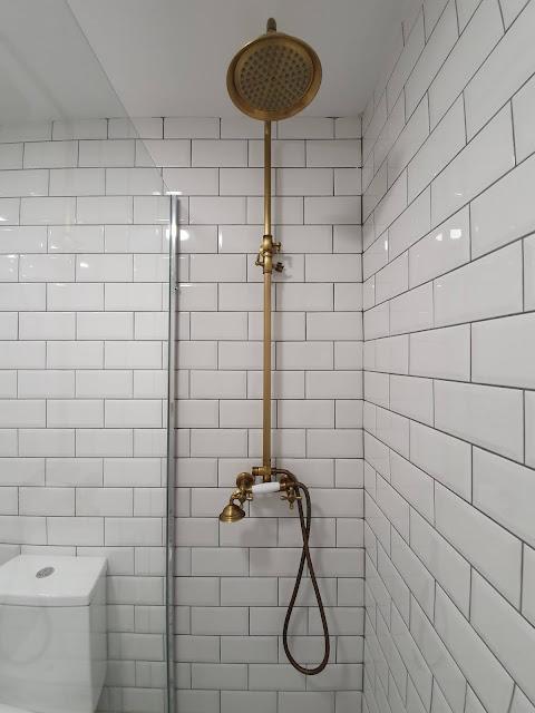 Model Shower Kamar Mandi Minimalis Mewah Terbaru