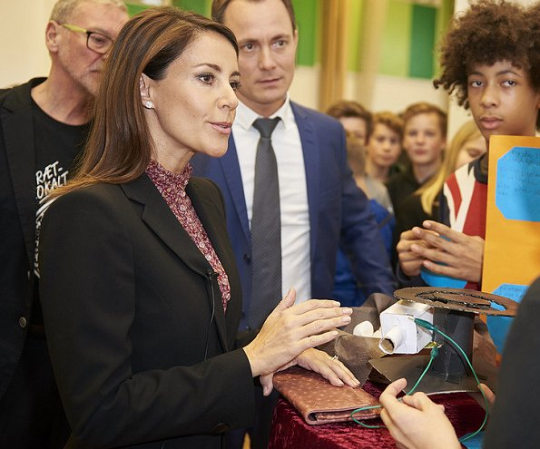 Princess Marie visited Oster Farimagsgades school met with inventor students local final of Edison Inventor Competition, Princess Marie wore Hugo skirt suit