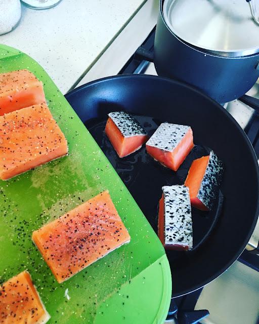Salmón asiático con verduras y arroz integral