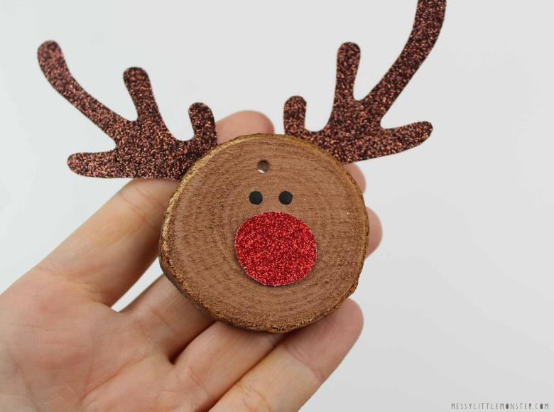 wood slice ornament ideas - reindeer