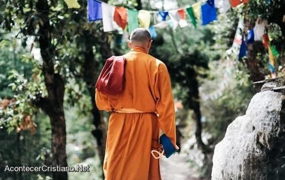 Monje budista acepta a Cristo
