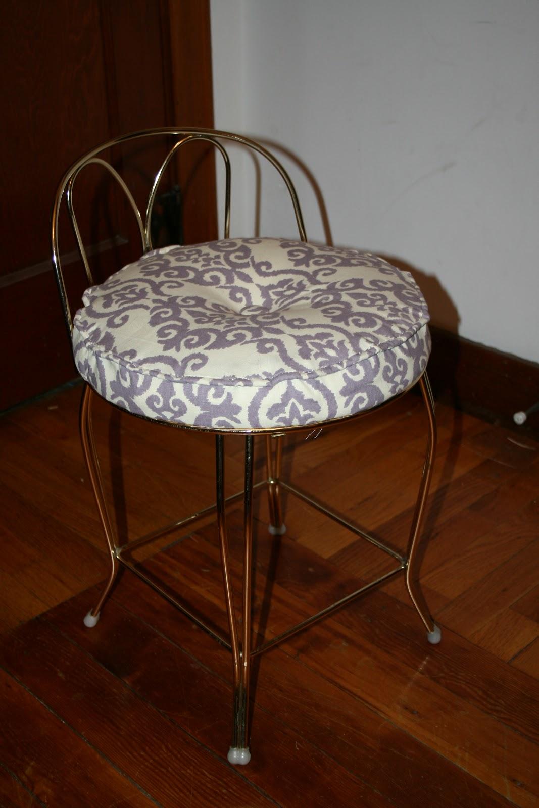 Vanity Stool Diy Stool: Ashley DIY: Reupholstered Vanity Stool