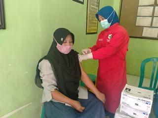 Kades Menampu Himbau Warga Untuk Tidak Takut Suntik Vaksin