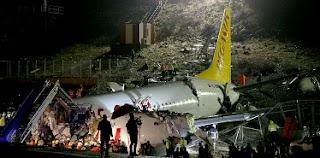 """والي إسطنبول: 52 مصابا جراء تحطم طائرة الركاب بمطار """"صبيحة"""""""