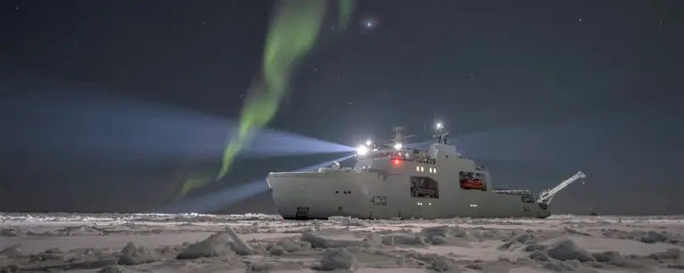 Канада ввела в експлуатацію перший патрульний криголам