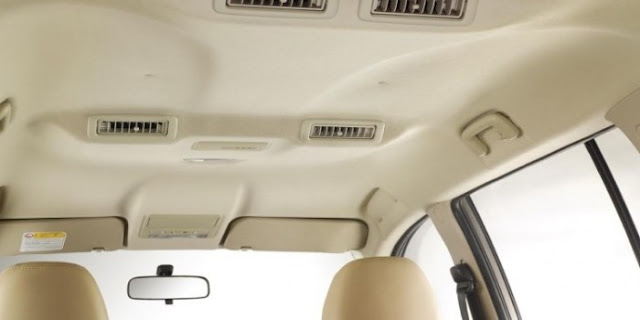 membersihkan plafon mobil