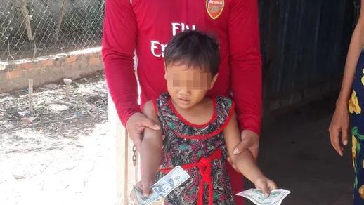 Bé gái 6 tuổi bị cha đánh đập dã man đã được xuất viện