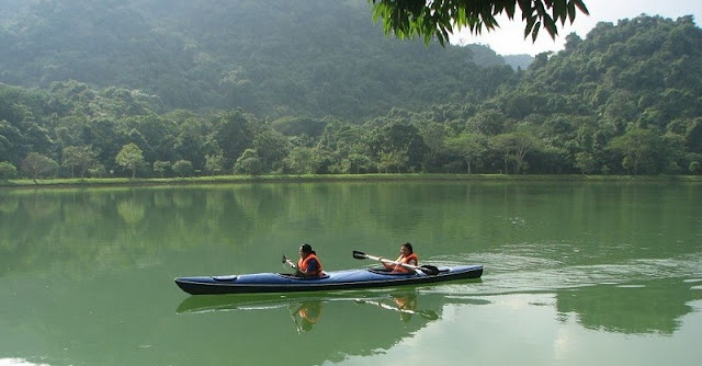 The most romantic lake in North Vietnam 4