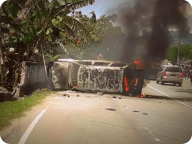 Mini Bus Terbalik dan Terbakar di Tawiri, 3 Tewas, 3 Luka Berat