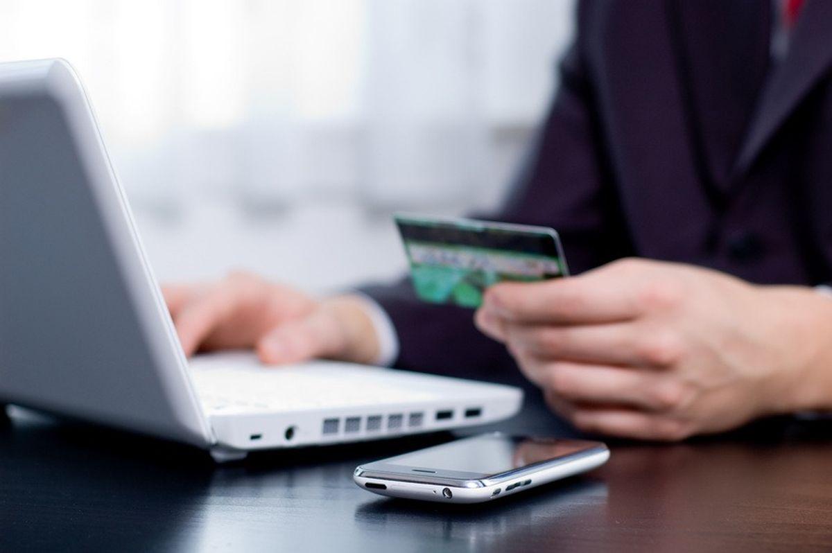 Σκέψεις από τις τράπεζες για επιπλέον χρεώσεις ακόμη και στο web banking