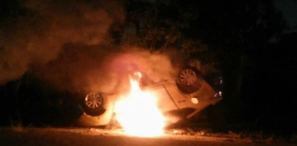 Pobladores de Coatzacalcos intentan linchar a maestro pederasta y queman 3 vehículos