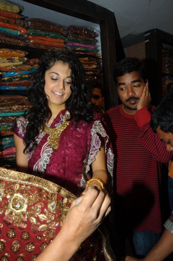Tapsee Saree Stills at Chandana Brothers Shop Madhapur Opening