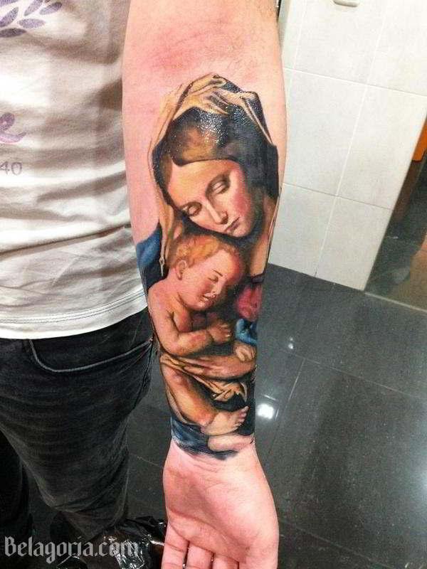 Tatuaje De La Virgen Maria y el niño Jesús