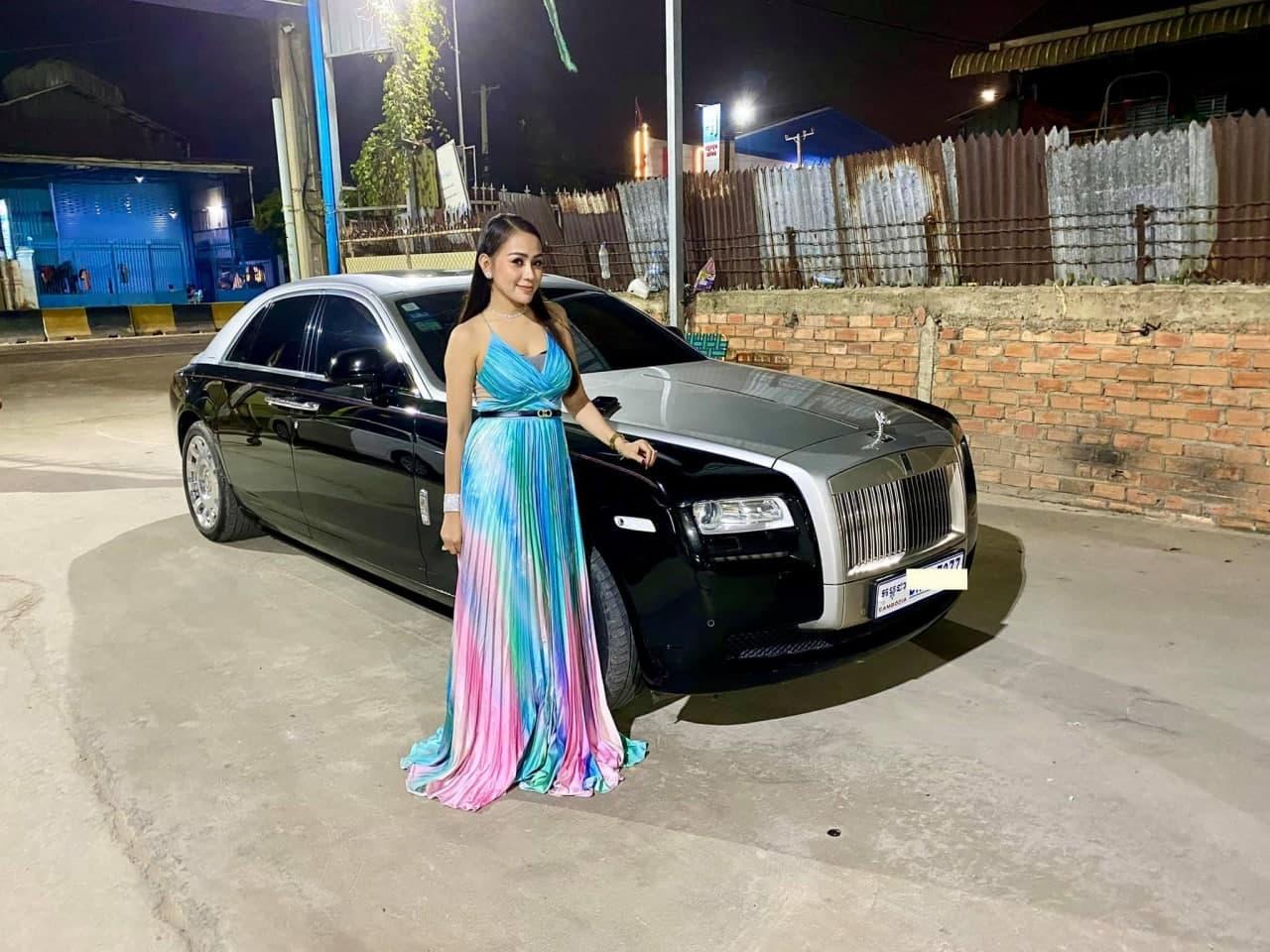 ឡូយកប់! តារាល្បីៗ ៥ ដួង ជិះរថយន្ត Rolls-Royce តម្លៃក្បែរលានដុល្លារ –  Popular Magazine