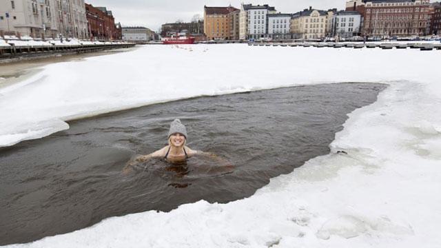 Berenang di Air Es