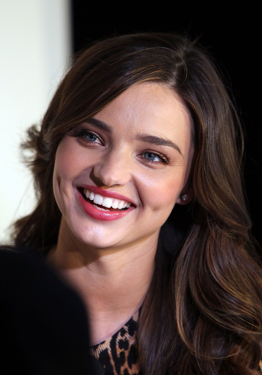 Miranda Kerr 14: Makeupworld: Miranda Kerr In Black Hot Wallpapers