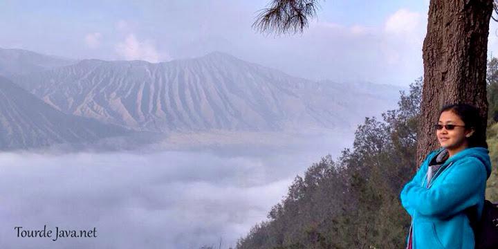 menanti golden sunrise di lokasi wisata gunung bromo tengger semeru