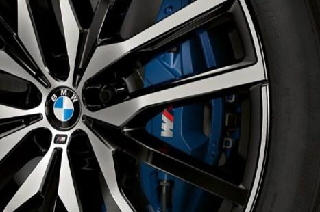 2021-bmw-750- xdrive-m-sport-brakes-blue-calipers