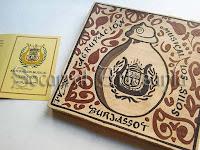 En este socarrat está representado un Silo de Burjassot con el escudo de la banda rodeado de motivos florales. Soc-Art