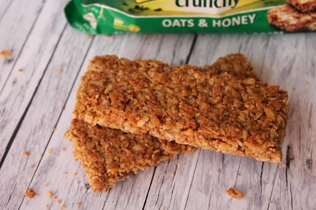 Zwei dünne Nature Valley Crunchy Riegel -  Oats & Honey
