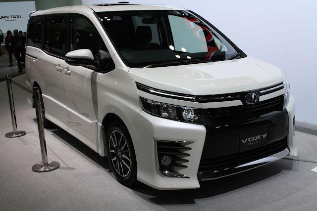 Toyota Voxy Mobil Pilihan Cocok Untuk Keluarga Anda