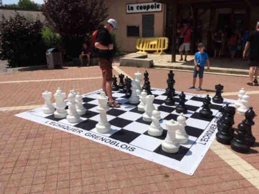Échiquier géant au 16e Open d'échecs de Villard-de-Lans (Isère)