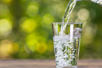 5 Manfaat Air Putih, Salah Satunya Melancarkan Sistem Pencernaan dan Mencegah Batu Ginjal