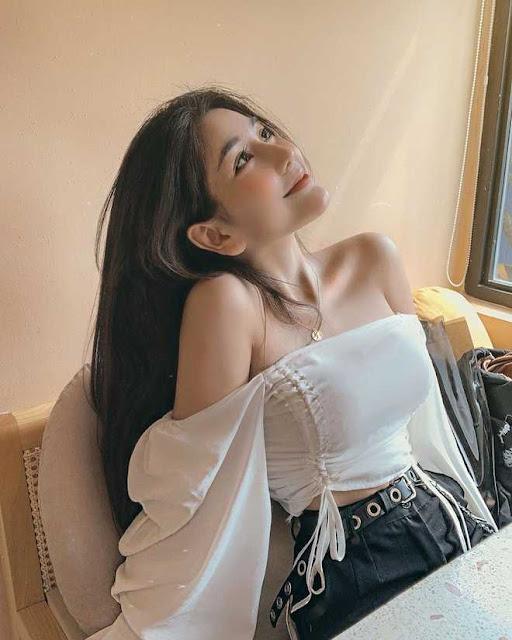 Các hot girl 10X có ngoại hình gợi cảm nổi trên mạng trong năm 2019