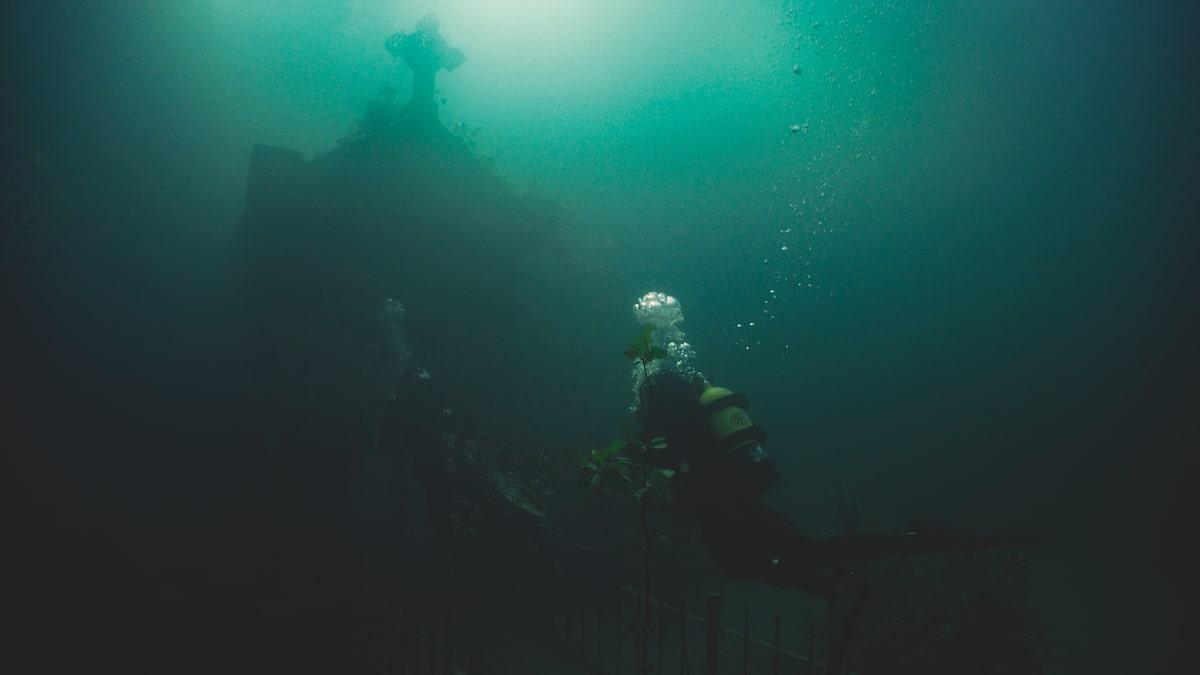 Первые кадры подводного хоррора The Deep House про блогеров и маньяка - 01