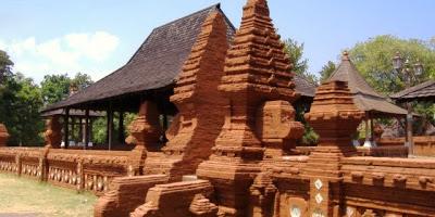 Rumah Adat Provinsi Jawa Barat (Rumah Kasepuhan Cirebon )