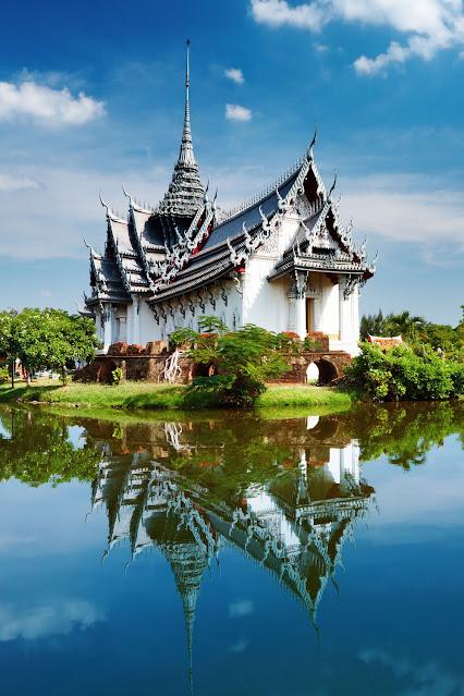 Санпэрский дворец Прасат, Таиланд